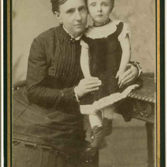 Fotografia ženy s dieťaťom
