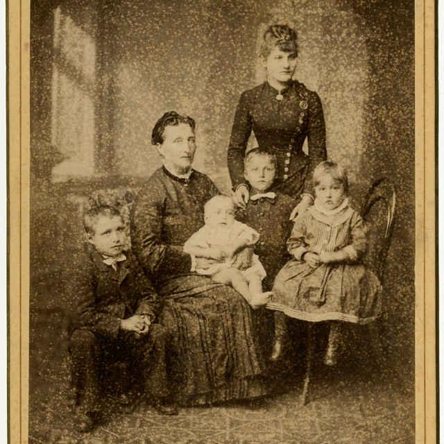 Fotografia neznámej rodiny - Muzeálny objekt
