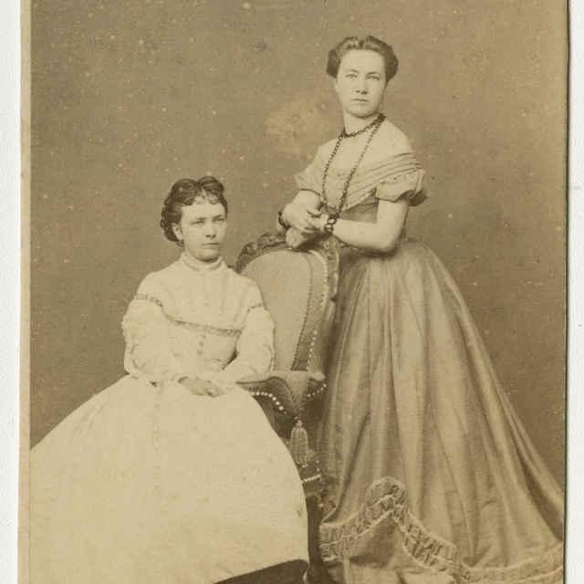 Fotografia dvoch mladých dám - Muzeálny objekt