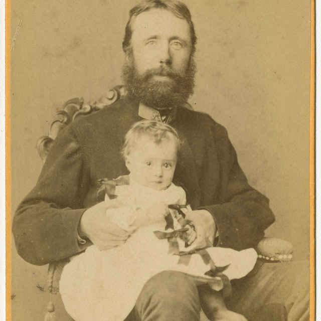 Fotografia muža s dieťaťom