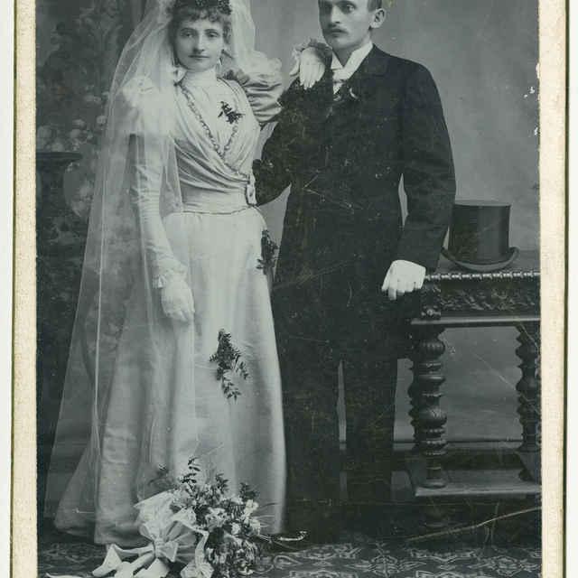 Foto mladého manželského páru