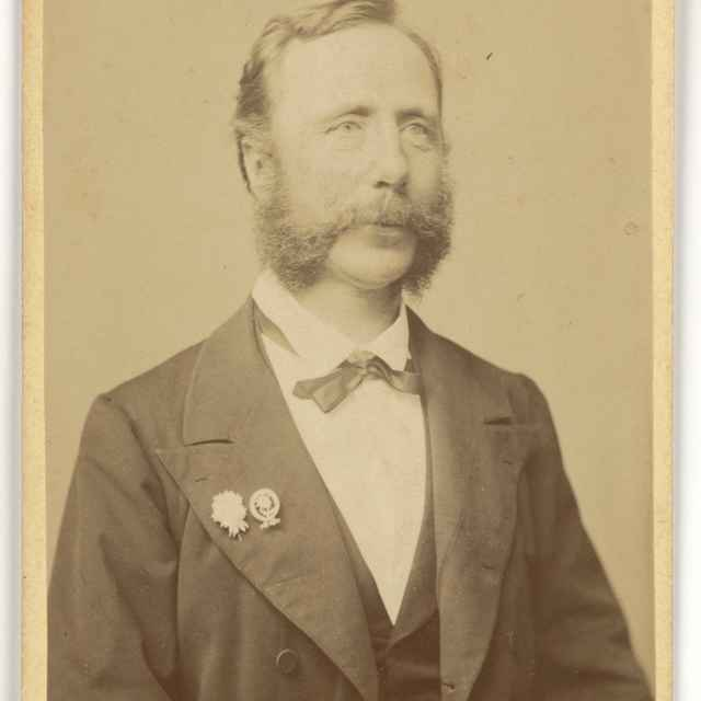 Portrét muža s odznakmi - Divald, Karol