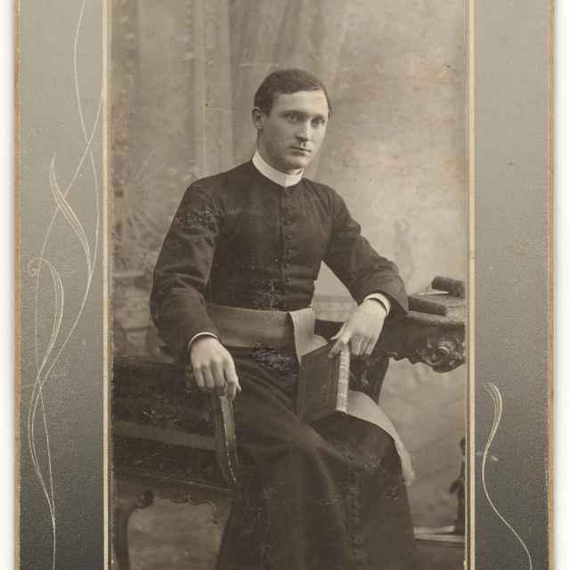 Portrét kňaza s knihou - Divald, Ľudovít