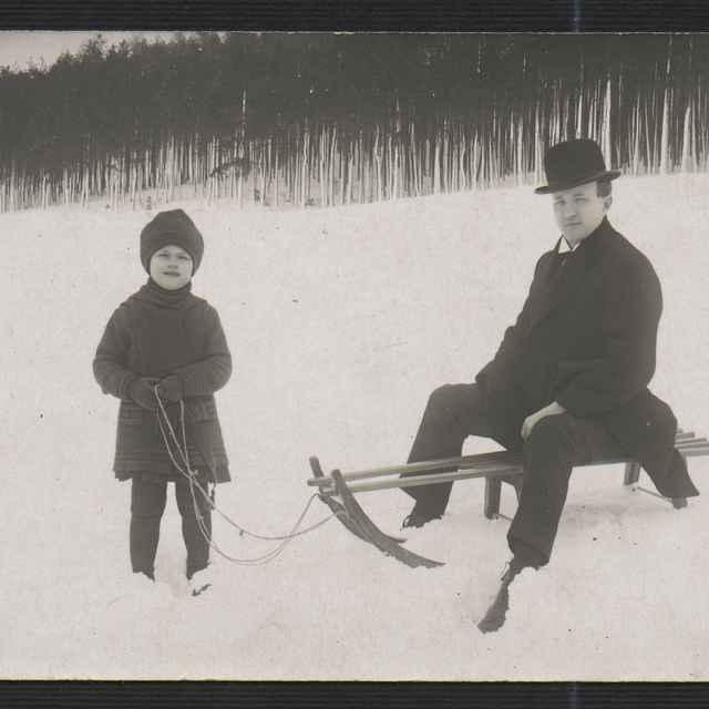 Fotografia muža s dieťatom