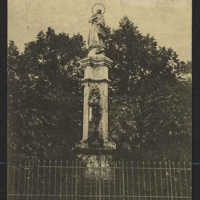 Pohľadnica: Socha Panny Márie na námestí v Ružomberku