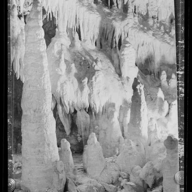 Demänovská jaskyňa slobody (negatív) - Komunálne služby, Liptovský Mikuláš