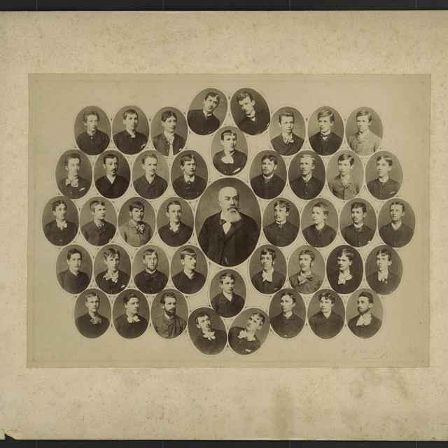Foto tabla maturantov Ev.a.v. dištriktuálneho lýcea v Kežmarku z rokov 1882 - 1888 - Divald Karol ml.
