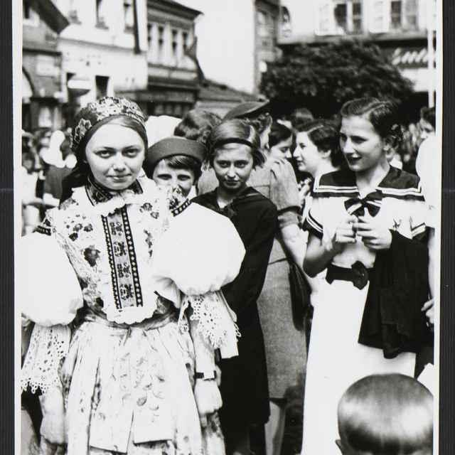 Fotografia čiernobiela - Pietny akt za T.G.Masaryka, 1935 - Tatár, Július