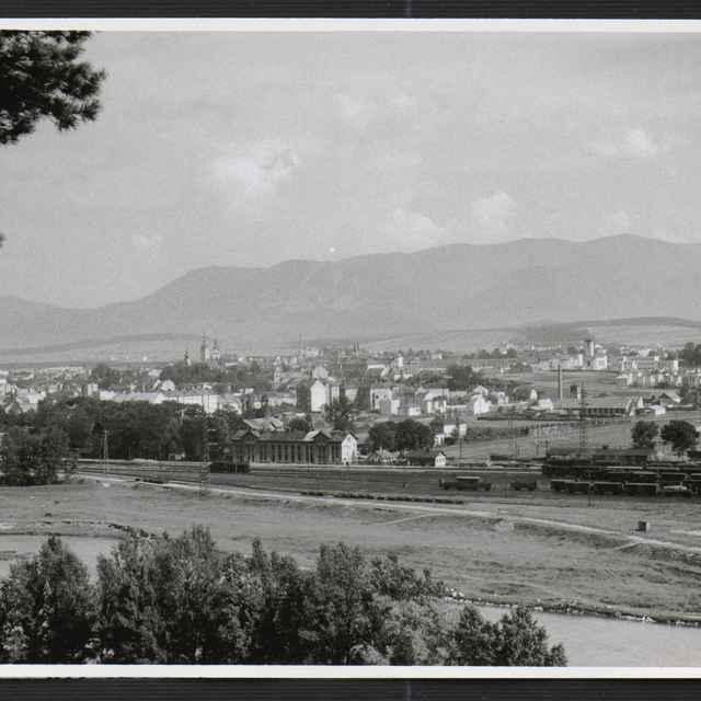 Fotografia Žiliny od rieky Váh - Tatár, Július