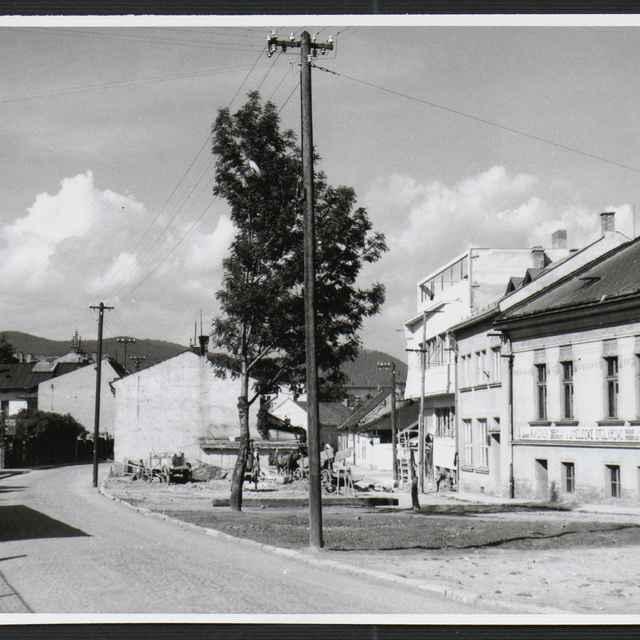 Fotografia čiernobiela - Žilina, domy na ulici Na Priekope, 1930-1936 - Tatár, Július