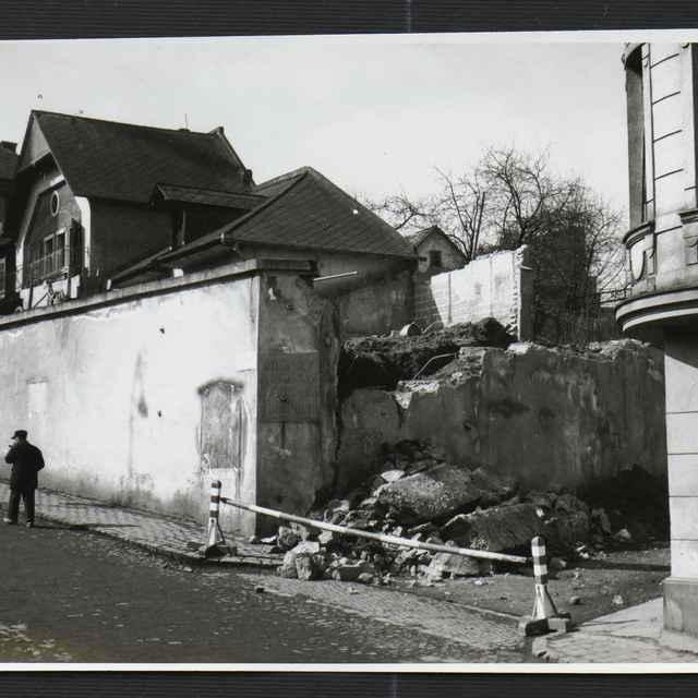 Fotografia čiernobiela - asanačné práce na Fučíkovej ulici v Žiline, 1930-1936 - Tatár, Július