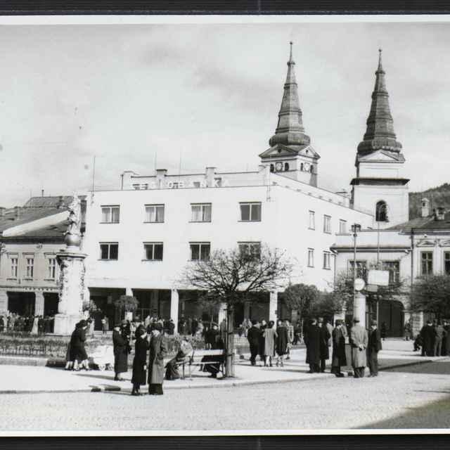 Fotografia čiernobiela - Legiobanka na Námestí Slobody v Žiline, 30-té roky 20. storočia - Tatár, Július