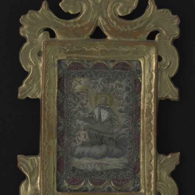 Obraz kláštorný v ráme - sv.Ján Nepomucký, kolorovaná tlač, dracúnová výzdoba, výzdoba z kovových nití a staniolu, ozdobný pozlátený rám, 18. stor., 30,5x17,5 cm - Muzeálny objekt