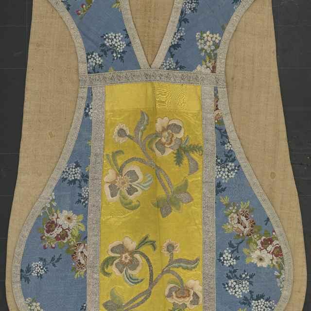 Casula, modrý hodváb s kvetinovým vzorom