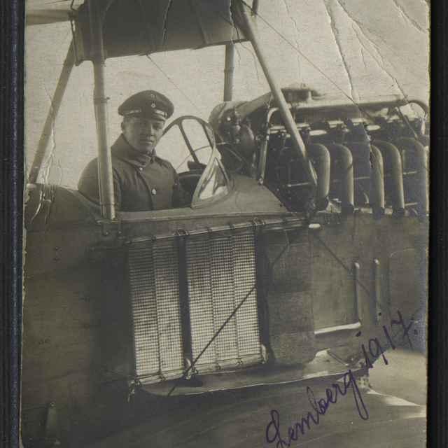 Fotografia vojaka v lietadle - neznámy (osobné meno)