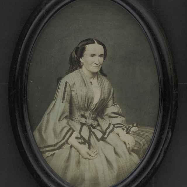 Fotografia ženy, kolorovaná - Muzeálny objekt