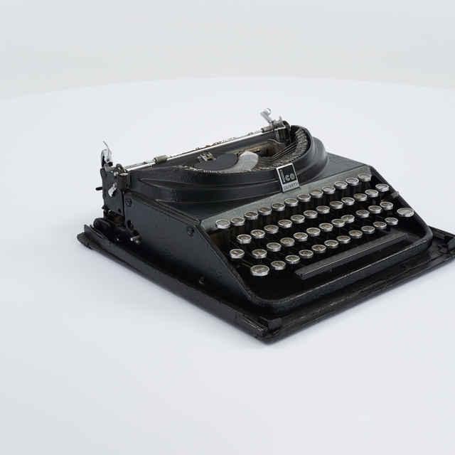 Písací stroj zn. Olivetti Ico