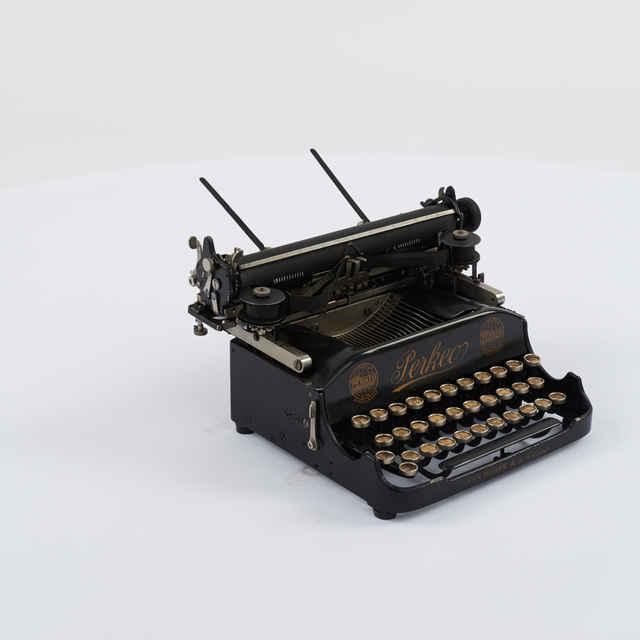 Stroj písací zn. Perkeo