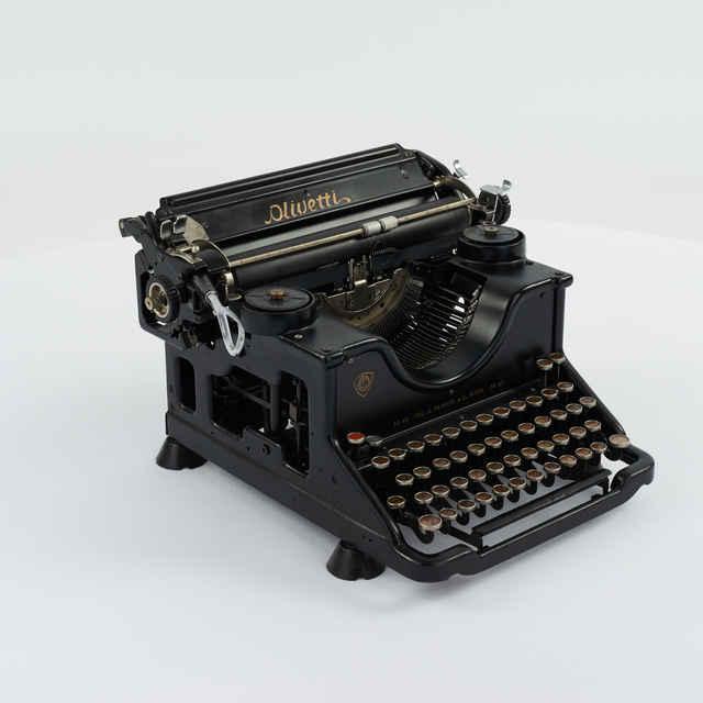 Stroj písací zn. Olivetti