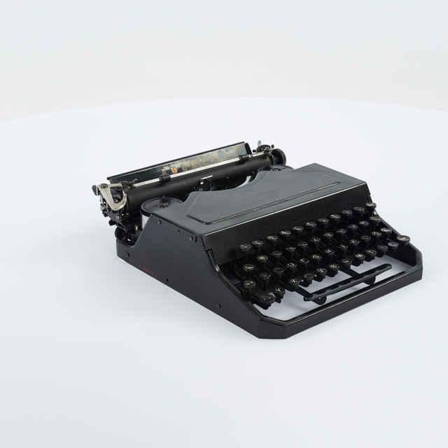 Stroj písací zn. Adler Favorit