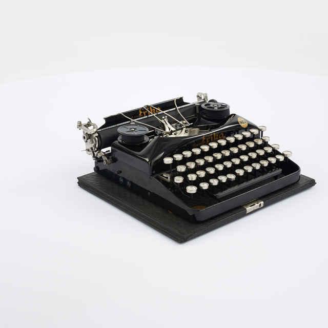 Stroj písací zn. Erika Naumann