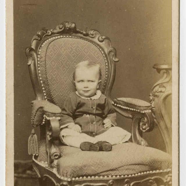 Fotografia dieťaťa v kresle