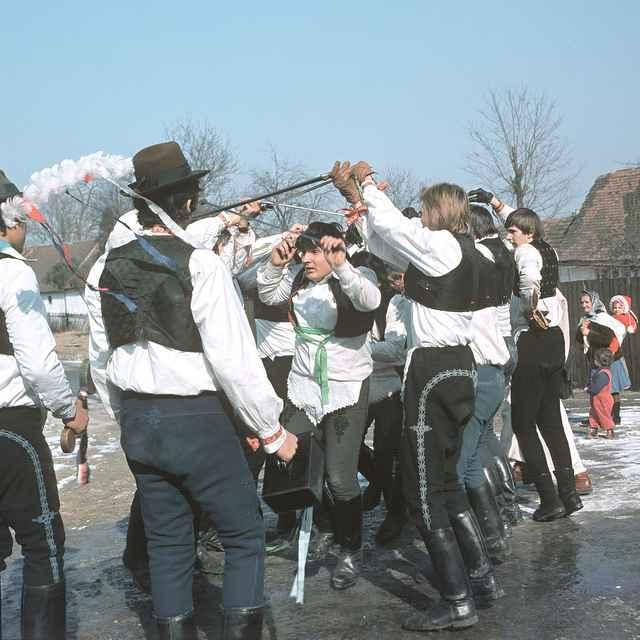 Fašiangová obchôdzka v Borskom Mikuláši 001-05