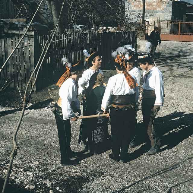 Chodenie s klátom v Ďurčinej 001-03