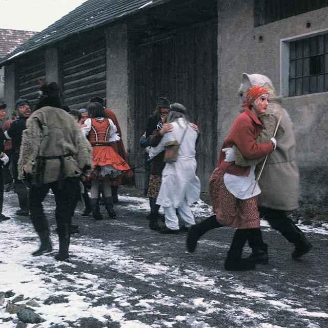 Fašiangová obchôdzka v Gbeľanoch 001-07