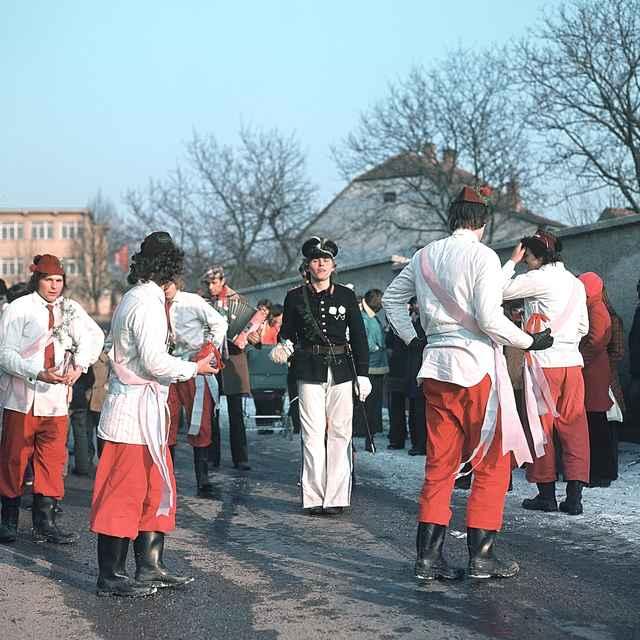 Fašiangová obchôdzka v Štefanove 001-01