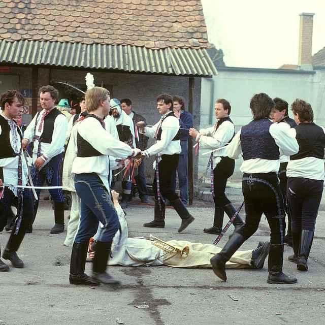 Tanec pod šable zo Stráží 001-02