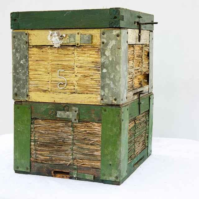 Slameno-drevený úľ 001-02