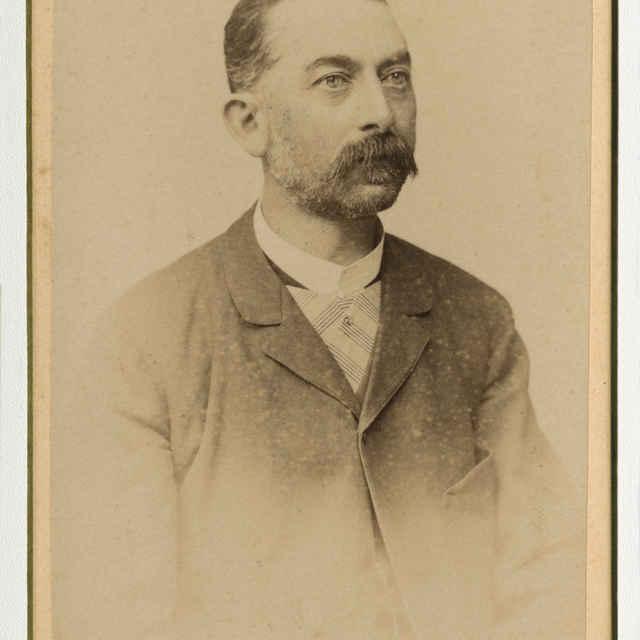 Fotografia muža s fúzmi - Muzeálny objekt