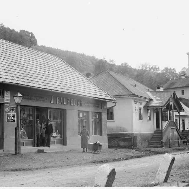 Sklený negatív, časť obce Svätý Anton