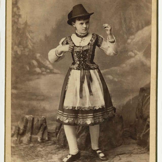 Fotografia dievčaťa v kroji