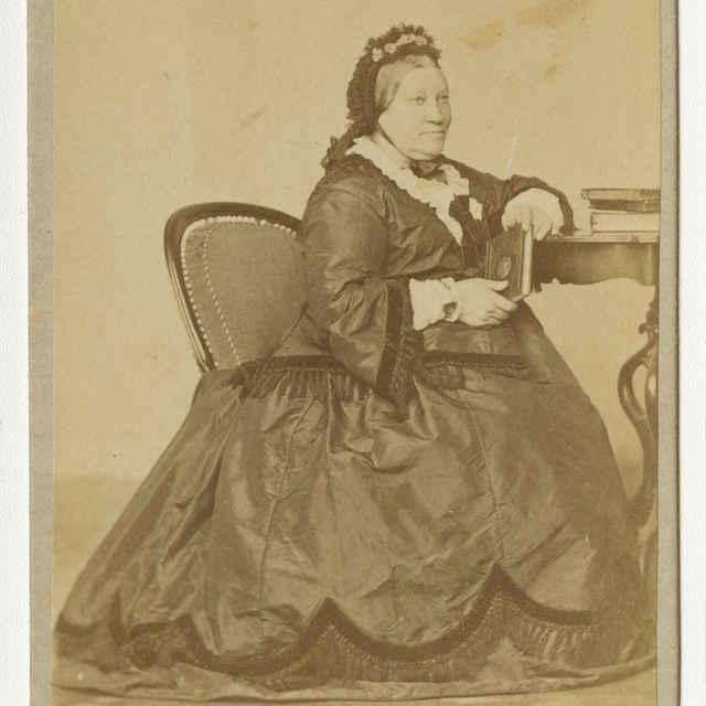 Fotografia starej ženy - Muzeálny objekt