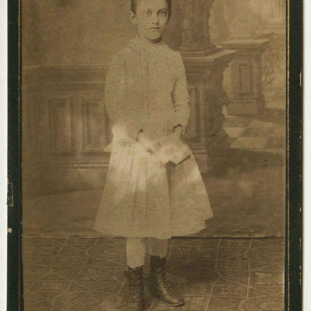 Fotografia dievčaťa s knižkou