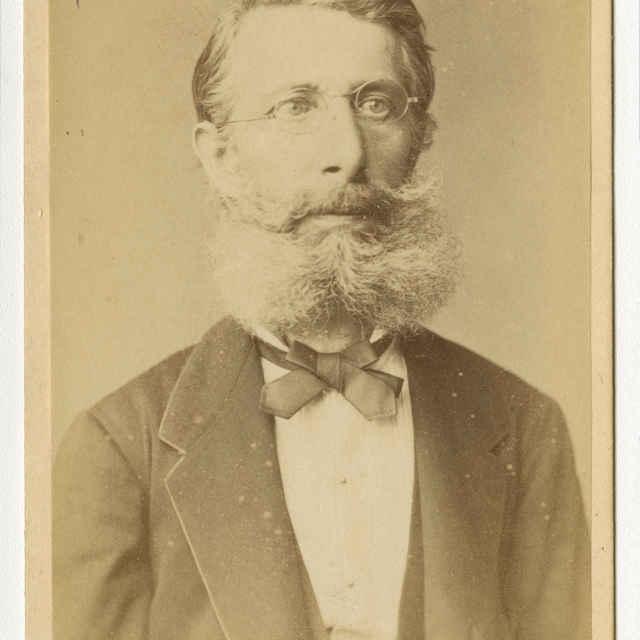 Fotografia muža s bradou - Muzeálny objekt