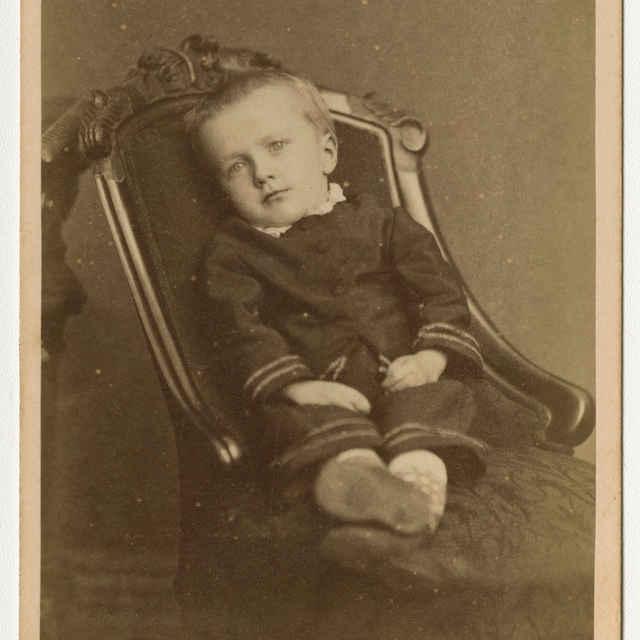 Fotografia chlapčeka - Muzeálny objekt