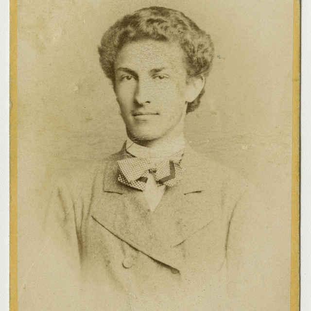 Fotografia mladého muža - Muzeálny objekt