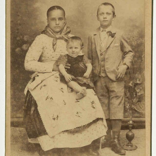 Fotografia troch detí - Muzeálny objekt
