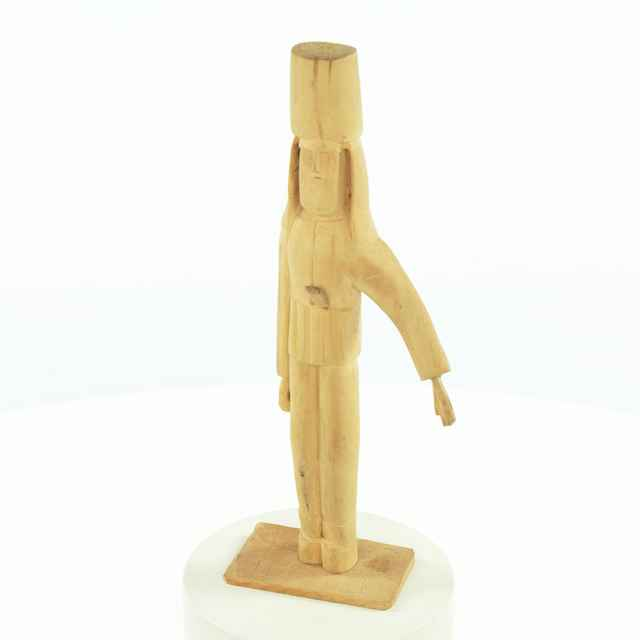 Jánosíkov otec, drevená plastika (P. Bavlna)