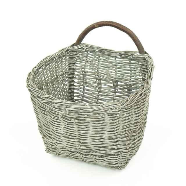 Košík pletený z <u>drôtu</u>, na zemiaky