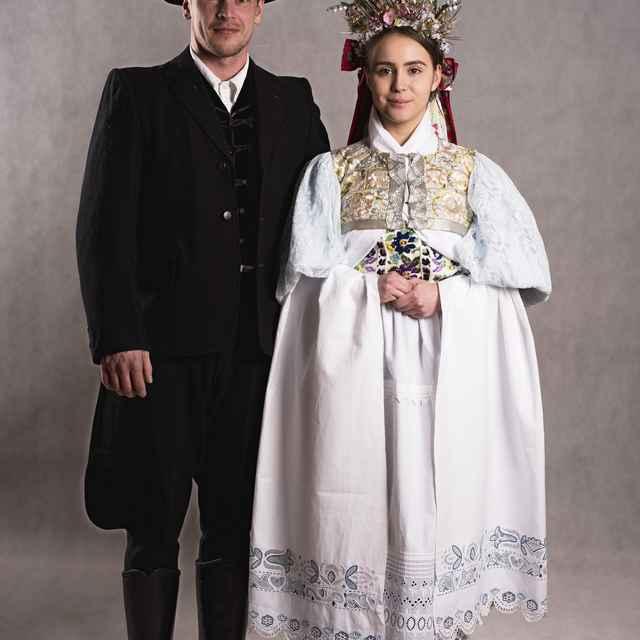 Odev svadobného páru zo Zvolenskej Slatiny 002-01